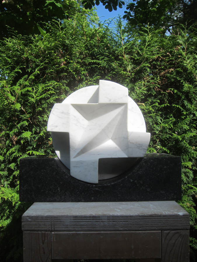circling the square - the windmills of my mind, 2018, beeldhouwwerk, 29,5 x29,5 x 19 cm