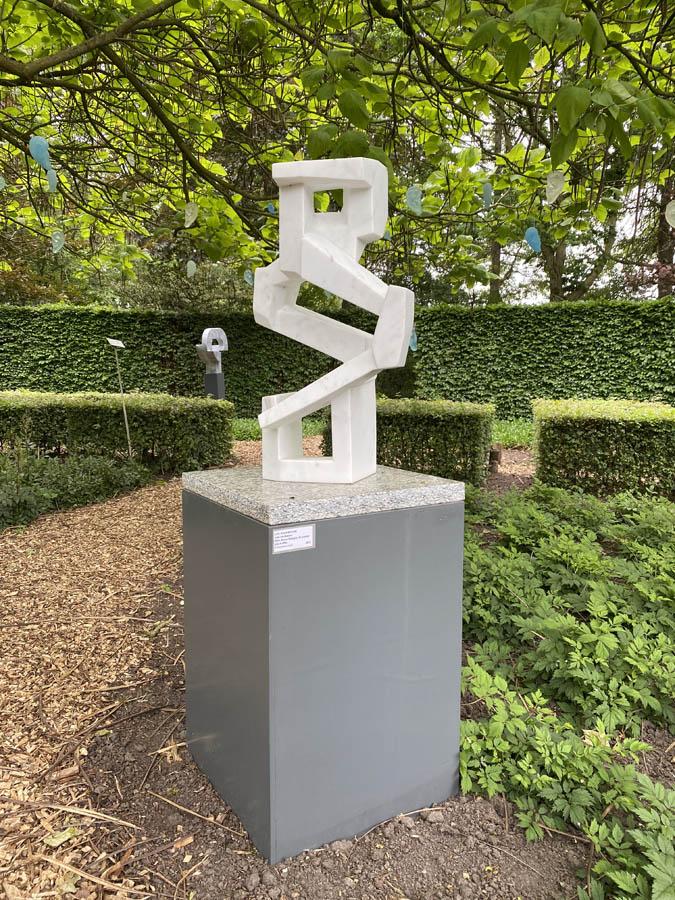 walk with me, 2018, beeldhouwwerk, 72 x 40 x 30 cm